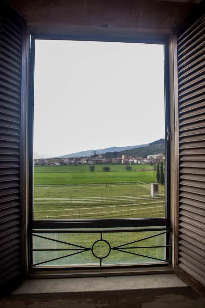 tuscany wedding venue with views overlooking the tuscan countryside